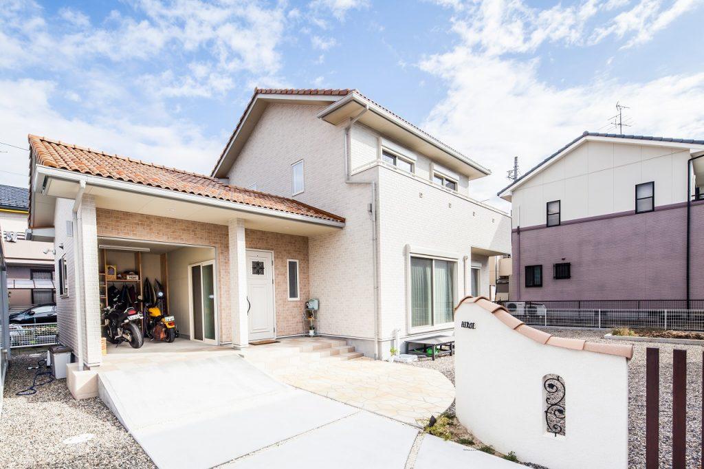 羽島市で建てたガレージがある新築