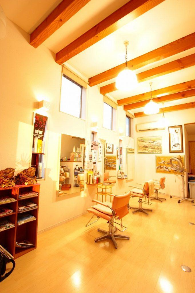 羽島で建てた梁見せ天井の美容院